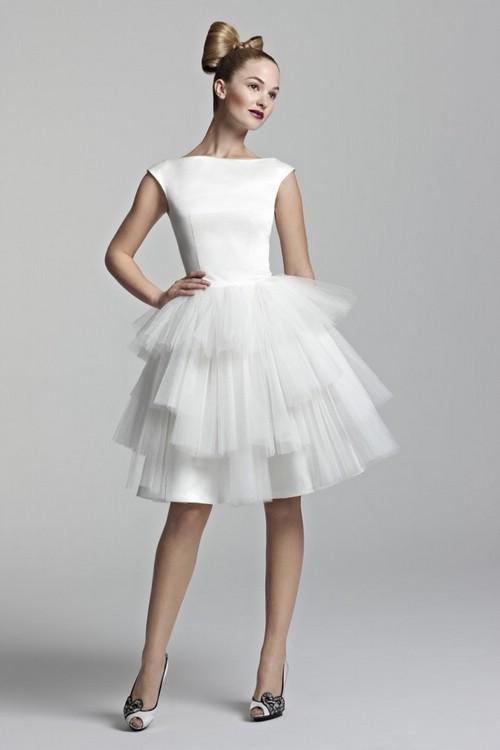 Как носить короткое свадебное платье