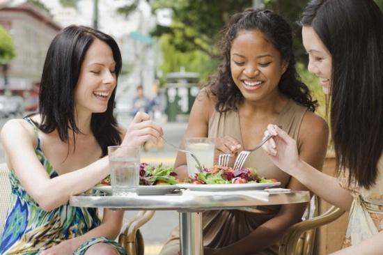 Питание вне дома, когда вы на диете: советы и рекомендации как оставаться стройной