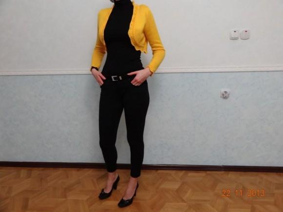 Одежда черного цвета с желтым