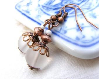 Сережки прозрачные — хороший подарок девушке