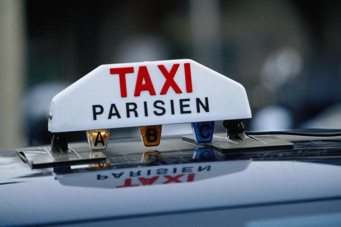 Как добраться из аэропорта в Париж: такси для русских