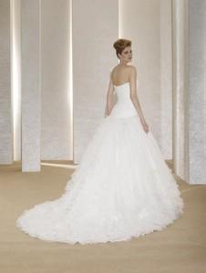Свадебные платья со шлейфом для стройных невест