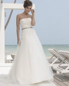 Свадебное платье должно поражать дизайном и великолепно сидеть по фигуре