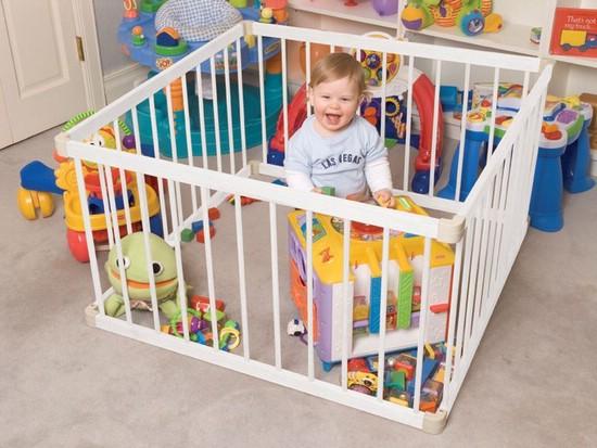 Безопасные игры для ребенка в манеже