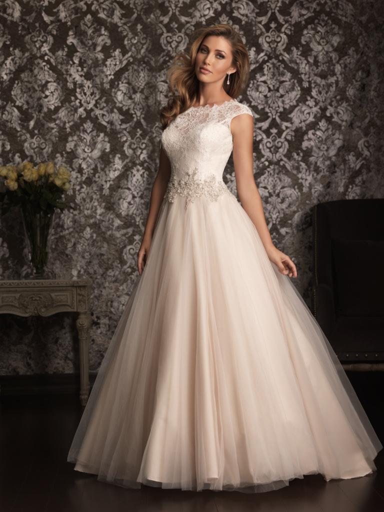 Как выбрать свадебные платья в свадебном салоне