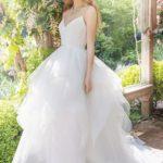 Особенности и популярные фасоны свадебных платьев миди