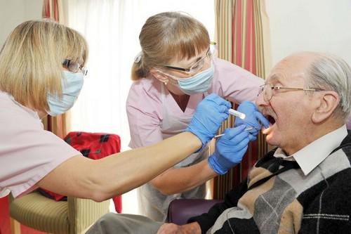 Помощь стоматолога в домашних условиях — необходимая услуга для пожилых людей