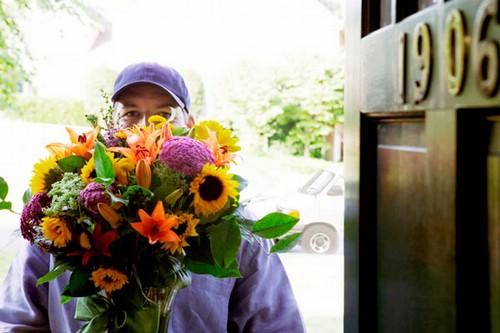 Курьерская доставка цветов в Череповце – оперативное вручение
